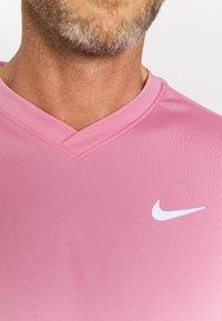 Nike Performance - Jednoduché triko - elemental pink/white/white - 4