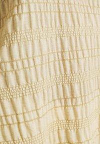 b.young - BXHALNA BLOUSE - Print T-shirt - white pepper - 6