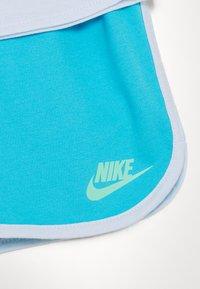 Nike Sportswear - FUTURA TEE SET - Trainingsbroek - blue fury - 3