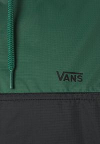 Vans - REDWOOD - Windbreaker - black/pine needle - 2