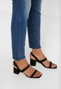 Mother - HIGH WAISTED LOOKER ANKLE CHEW - Jeans Skinny Fit - not rougn enough - 3