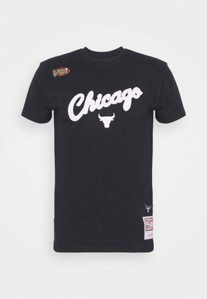 NBA CHICAGO BULLS CLOUDY SKIES CITY TEE - Vereinsmannschaften - black