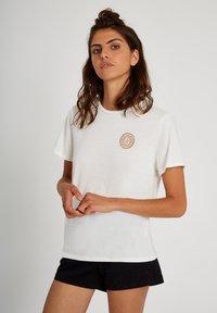 Volcom - 30 YEAR TEE - Print T-shirt - star_white - 4