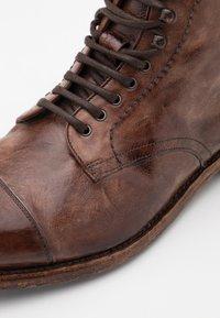 Cordwainer - Šněrovací kotníkové boty - todi washed cognac - 3