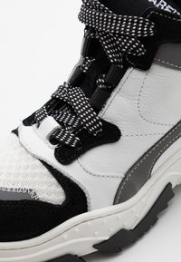 Dsquared2 - High-top trainers - white - 5