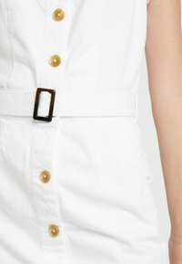 Missguided Tall - BELTED BUTTON THROUGH DRESS - Dongerikjole - white - 5
