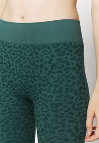 South Beach - LEOPARD SEAMLESS - Leggings - green - 4