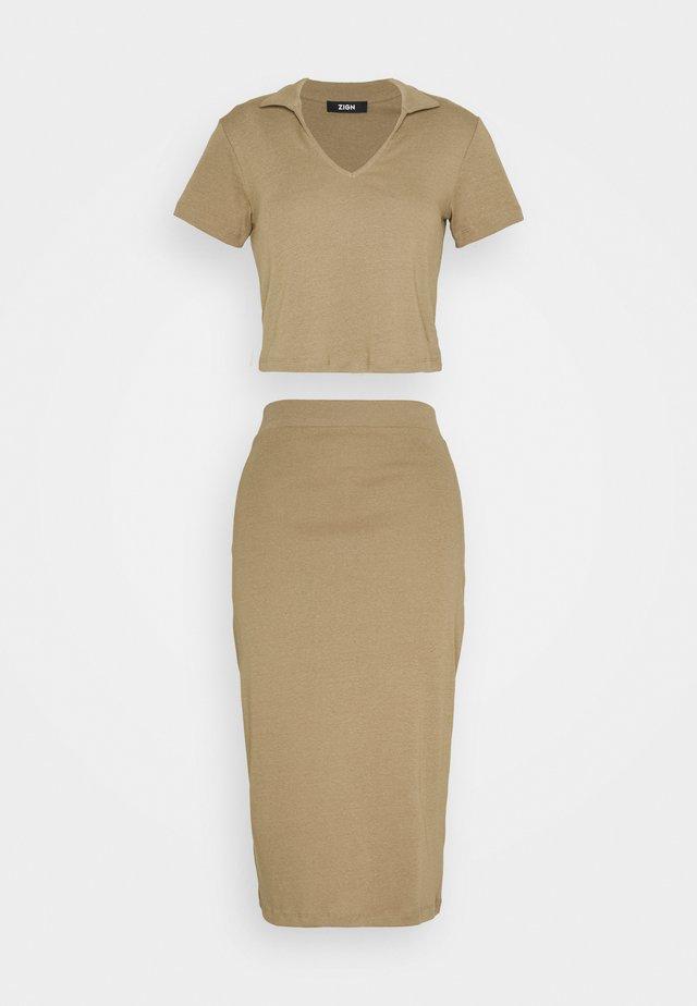 SET - Print T-shirt - light brown