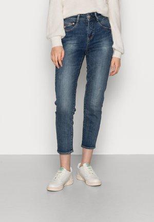 GILA CONIC RECYCLED - Straight leg jeans - blue denim