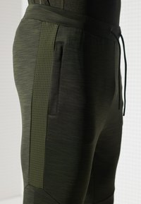 Superdry - Tracksuit bottoms - army khaki - 1
