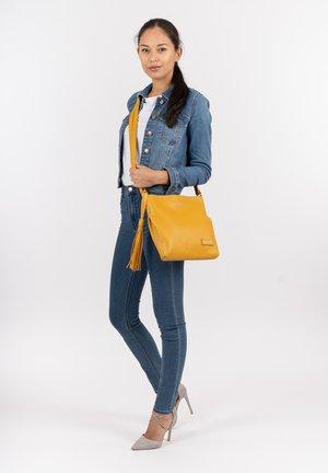STACY - Käsilaukku - yellow