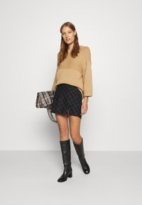 Abercrombie & Fitch - PLAID MINI SKIRT - Mini skirt - black - 1