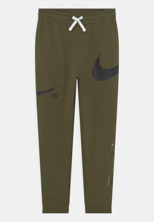 PANT - Pantalones deportivos - rough green/black