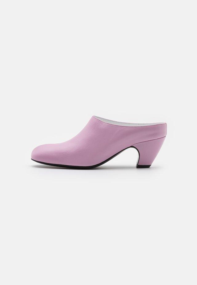 Slip-ins med klack - pink