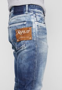 Replay - TINMAR - Straight leg jeans - medium blue - 4