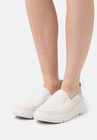 Clarks - TRI FLASH STEP - Slip-ons - white - 0