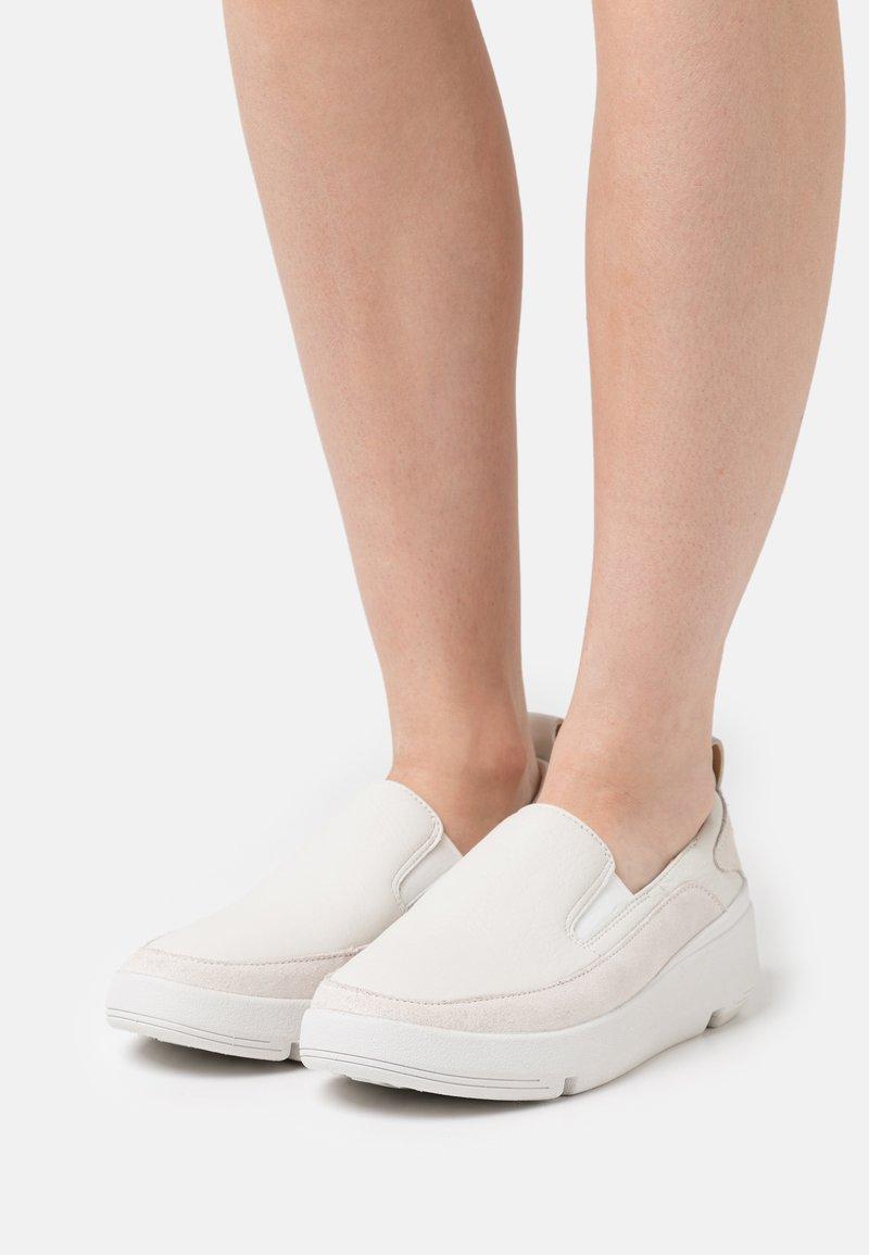 Clarks - TRI FLASH STEP - Slip-ons - white