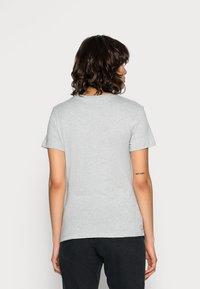 Calvin Klein Jeans - CORE MONOGRAM LOGO - T-shirts med print - light grey heather - 2
