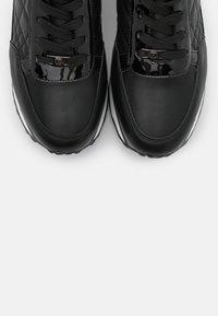 Tata Italia - Joggesko - black - 5