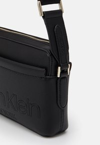 Calvin Klein - CAMERA BAG - Skulderveske - black - 3
