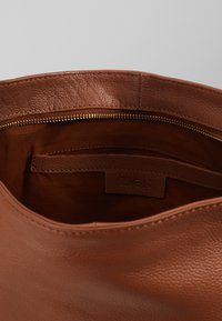 Zign - LEATHER SHOULDER BAG / BACKPACK - Reppu - cognac - 5