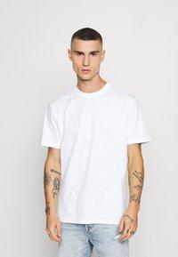 Only & Sons - ONSLUIGI LIFE TEE  - Basic T-shirt - white - 0