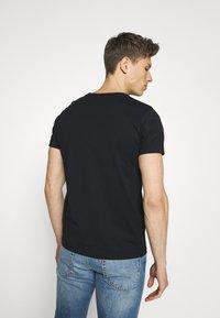 GANT - ARCHIVE SHIELD - T-shirt med print - black - 2