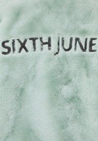 Sixth June - OVERSIZE SHORT JACKET - Winter jacket - green - 9
