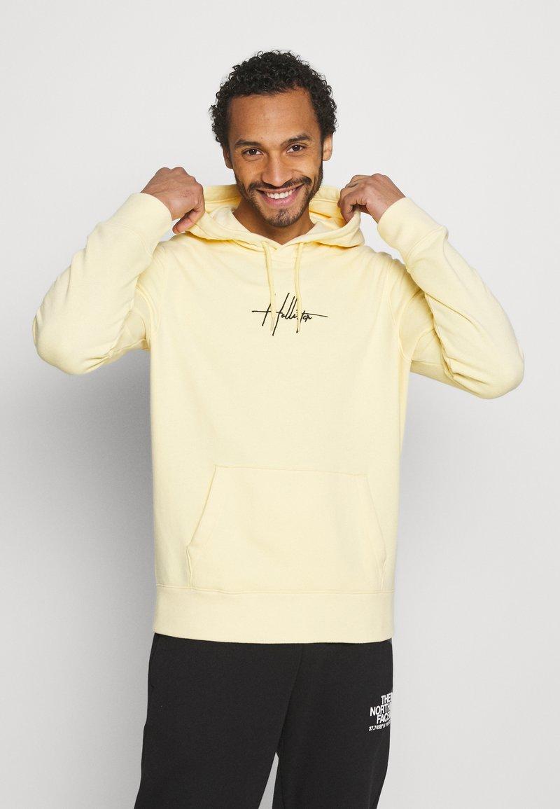 Hollister Co. - FLORAL SCRIPT UNISEX - Sweatshirt - yellow