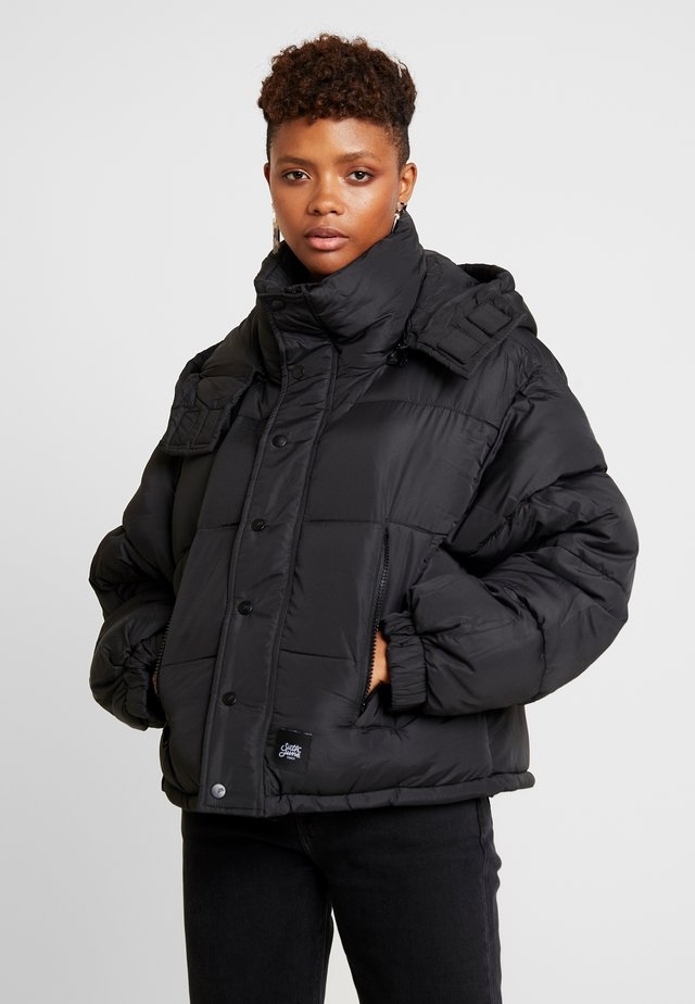 SHORT PUFFER JACKET HOOD - Winter jacket - black