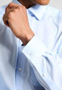 OLYMP Luxor - NEW KENT - Camicia elegante - hellblau - 4