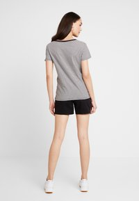 Levi's® - PERFECT V NECK - Print T-shirt - cloud dancer - 2