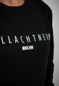 PLUSVIERNEUN - MÜNCHEN - Sweatshirt - black - 8