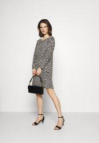 comma - Denní šaty - black - 1