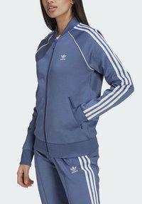 adidas Originals - PRIMEBLUE SST ORIGINALS JACKE - Felpa aperta - blue - 2