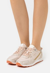 Pepe Jeans - VERONA  - Trainers - gold - 0
