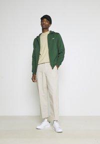 Lacoste - CLASSIC HOODIE - Zip-up sweatshirt - green - 1