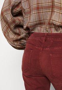 CLOSED - BAKER - Džíny Slim Fit - mahogany - 3