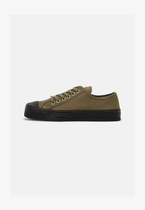 MILITARY TOP UNISEX - Sneakers laag - khaki