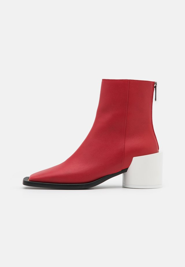 Bottines - pompeian red