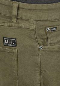 Redefined Rebel - MORTON - Denim shorts - dark olive - 2