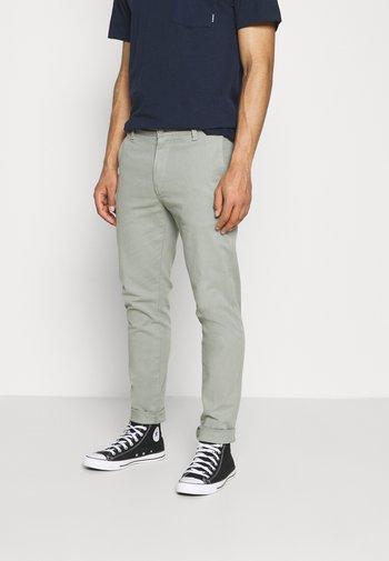 Pantalones chinos - greens