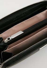 Calvin Klein - EXTENDED ZIPAROUND - Portefeuille - black - 5