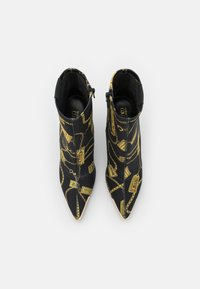 Versace Jeans Couture - Classic ankle boots - black - 4