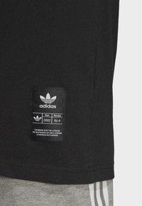 adidas Originals - TREFOIL EVOLUTION T-SHIRT - Print T-shirt - black - 6