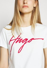 HUGO - THE SLIM TEE - Triko s potiskem - light pastel green