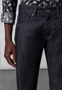 Baldessarini - 5-POCKET JACK - Straight leg jeans - dark blue rinsed - 3