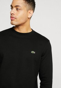 Lacoste - Collegepaita - black - 4