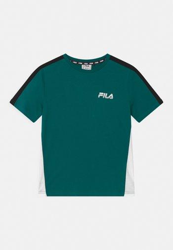 MAX GRAPHIC TEE - Camiseta estampada - storm/bright white/black