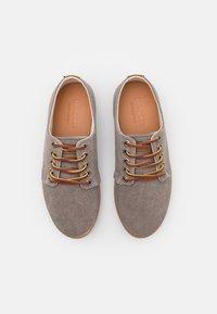Pompeii - HIGBY UNISEX - Sneakersy niskie - grey/caramel - 3